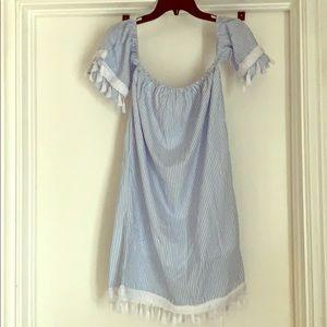 Off the shoulder sleeves dress